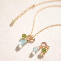 華奢なアクアマリン&ペリドットの天然石チャームネックレス
